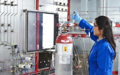 Aus der Praxis: Herstellung und Zertifizierung von Kalibriergasen für die Erdgasanalyse