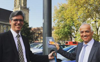 Straßenlaterne als Ladesäule für E-Autos