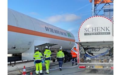 Liqvis und VTG testen in Kooperation mit Brunsbüttel Ports LNG-Transport auf der Schiene